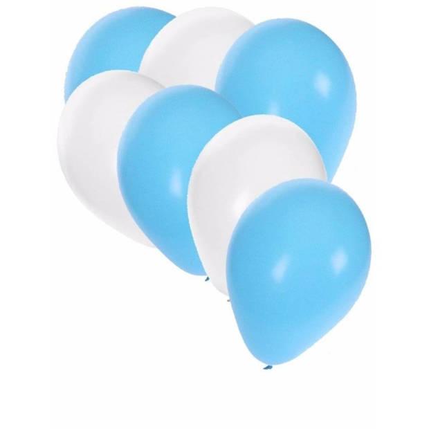 30x ballonnen lichtblauw en wit - 27 cm - witte / lichtblauwe versiering