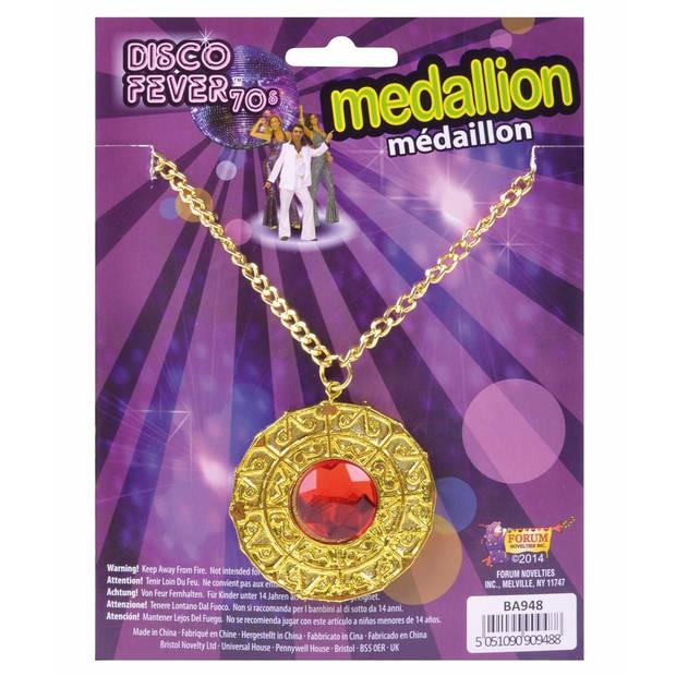 Gouden medaillon met rode steen