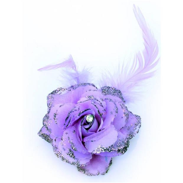 Paarse bloem op speld