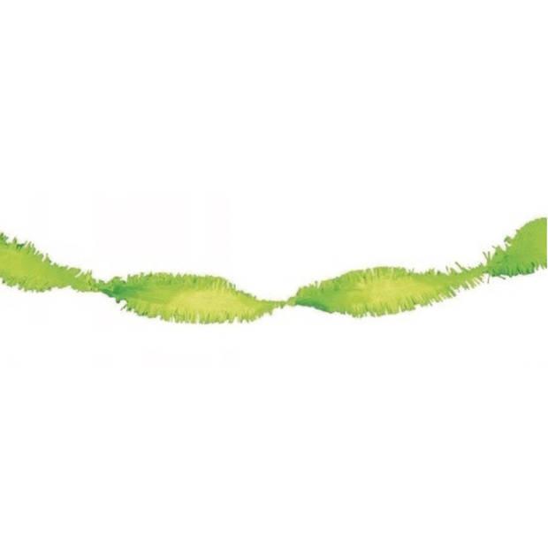 Crepe papier slingers lime groen van 6 meter - Verjaardag feestartikelen en verseirngen.