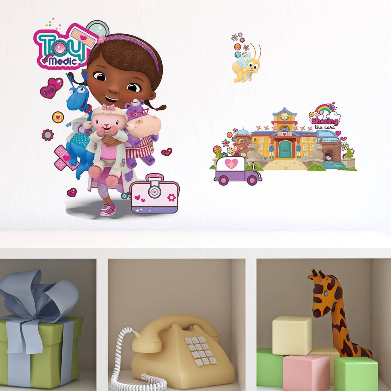 Walplus Kids Decoratie Sticker - Disney Doc Mcstuffin En Ziekenhuis