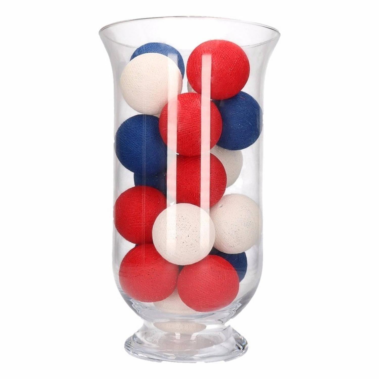 Sfeerverlichting rode, witte en blauwe balletjes in vaas