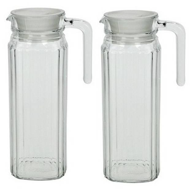 2x Lange glazen karaf met handvat