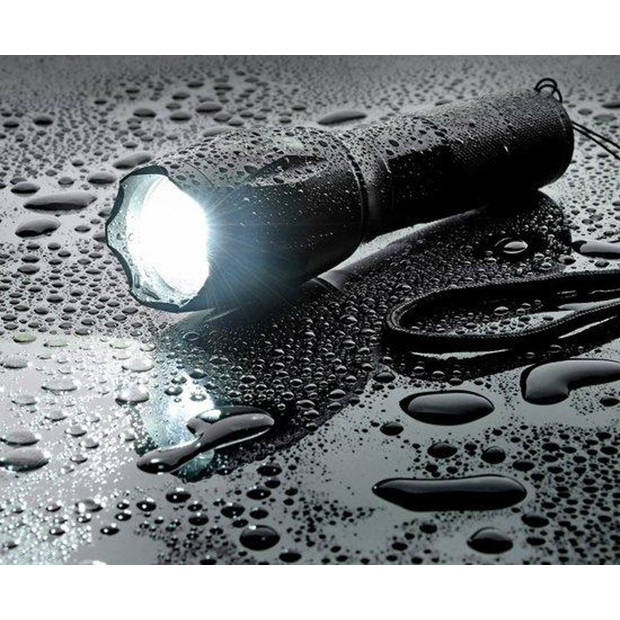 Militaire zaklamp - LED zaklamp - 2000 Lumen - Inzoombaar 2 stuks