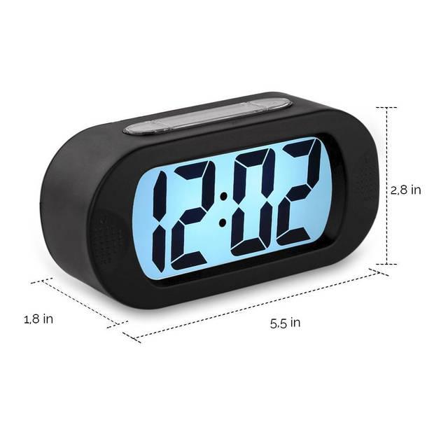 JAP AP17 digitale wekker - Stevige alarmklok - Met snooze en verlichtingsfunctie - Beschermhoes van rubber - Zwart