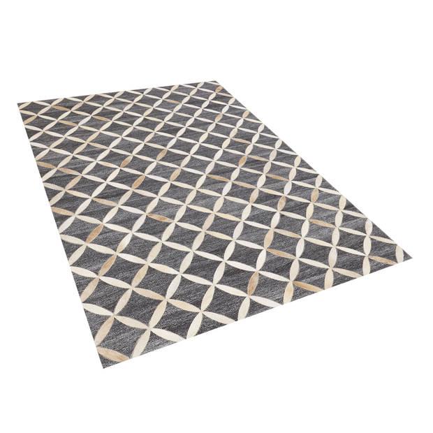 Beliani GENC Vloerkleed Koeiehuid leer 140 x 200 cm