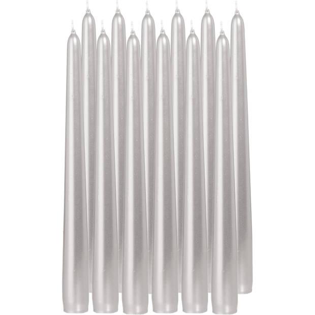 12x Zilveren dinerkaarsen 25 cm 8 branduren - Geurloze kaarsen - Tafelkaarsen/kandelaarkaarsen
