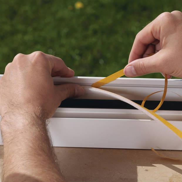 1x Tesa zelfklevende tochtstrip wit 10 mtr x 15 mm - Huis isolatie - Tochtstroken voor raam/deur- Geluiddempende stroken