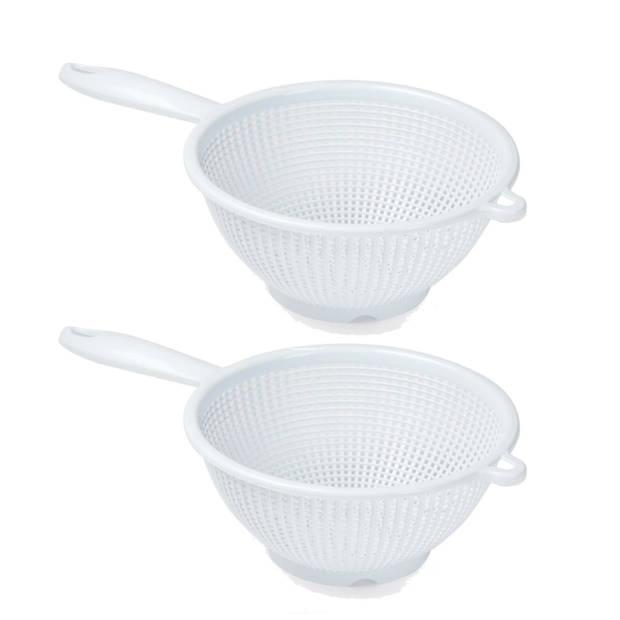 2x Kunststof vergiet met handvat wit - 24 cm - Plastic vergieten keuken accessoires